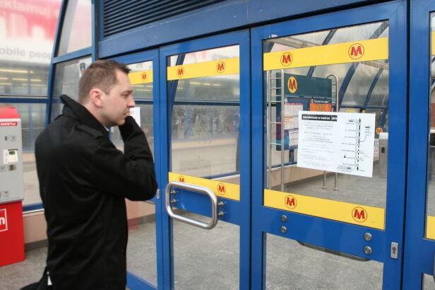 Zamknięta stacja Centrum Dawid Krysztofiński / tvnwarszawa.pl