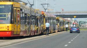 W centrum stały tramwaje