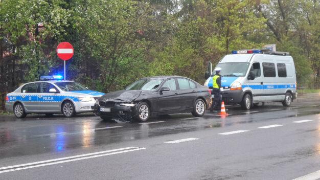 Kierowca BMW potrącił przechodnia. Śmiertelny wypadek w Starej Miłośnie